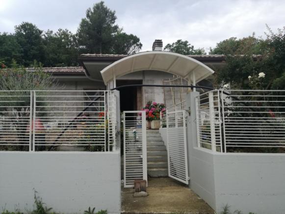 Pesaro - zona villa fastiggi - casa indipendente in vendita